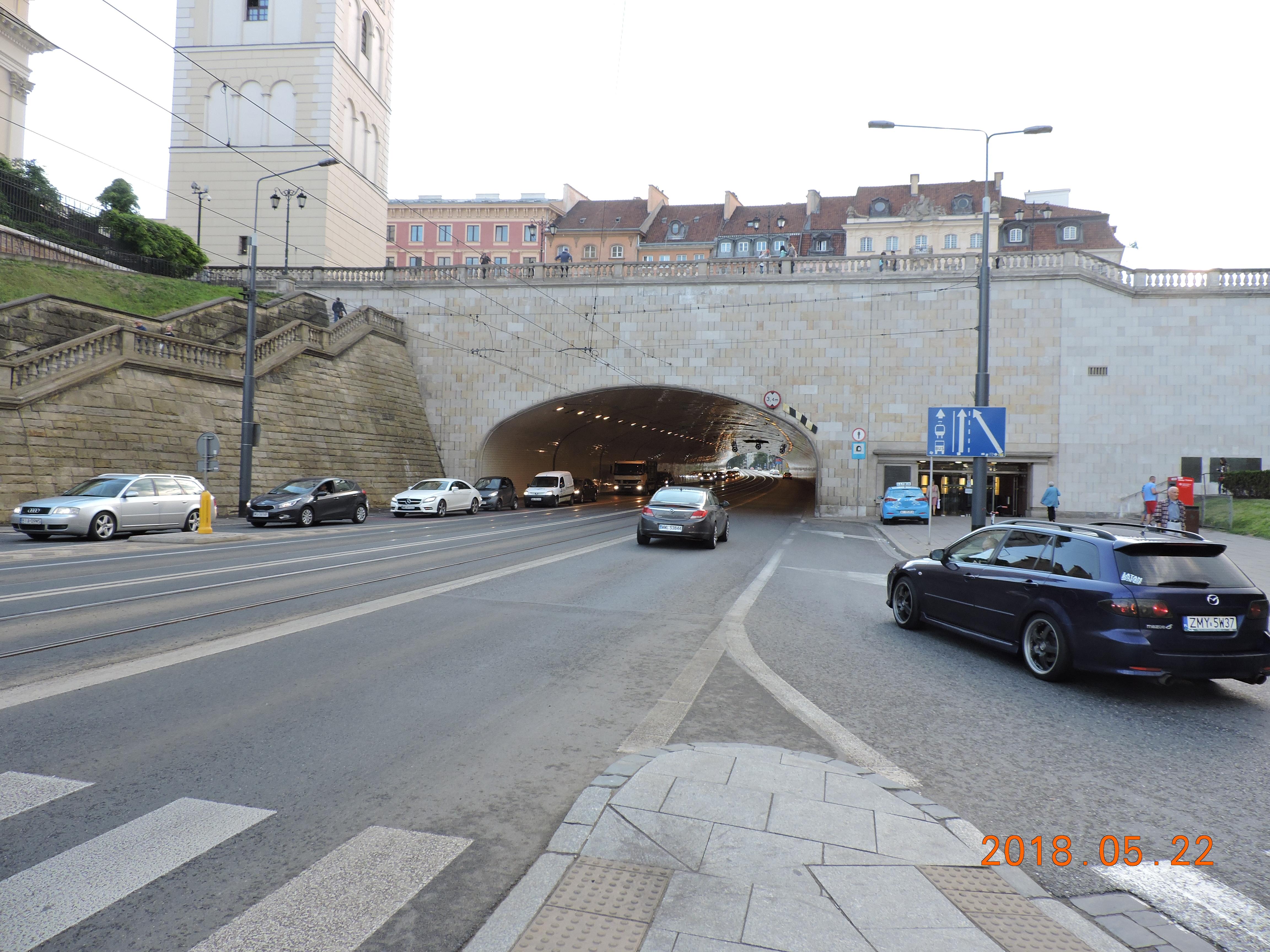 Tunnel under Warsaw Castle Square